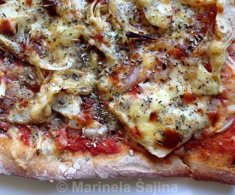 Pizza s lukom i artičokama