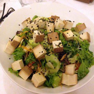 Salata s dimljenim tofuomC