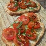 Tost s avokadom i rajčicom