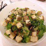 Salata s dimljenim tofuom